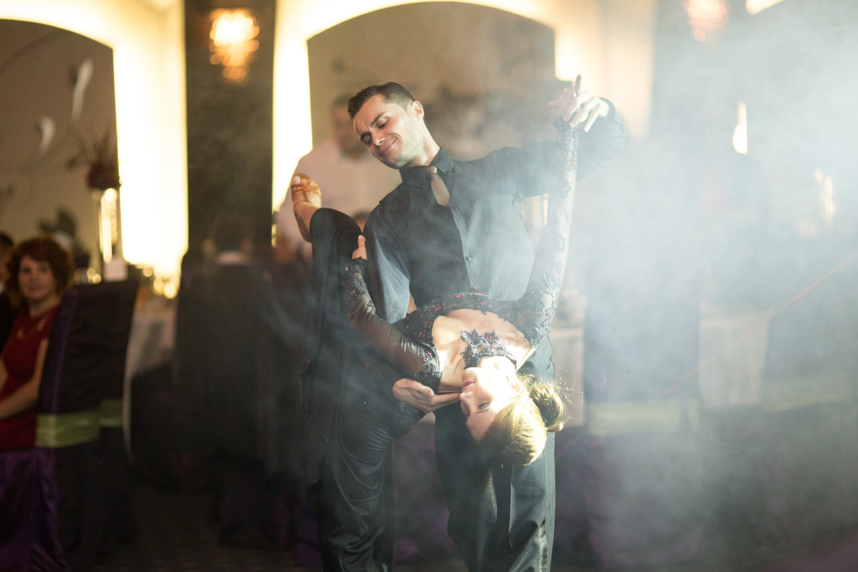 cuplu dansatori profesionisti