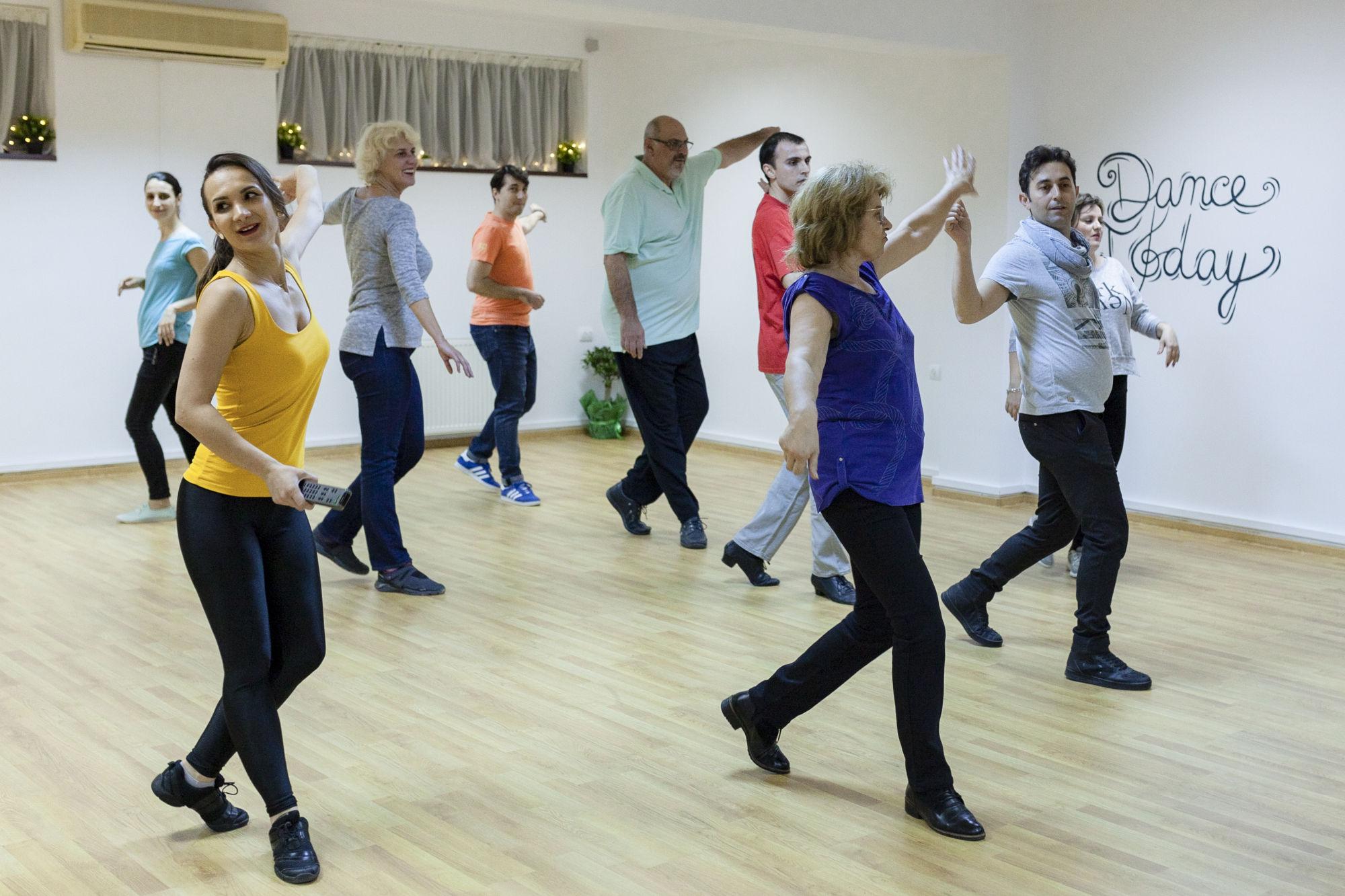 dans pe perechi Dance Today