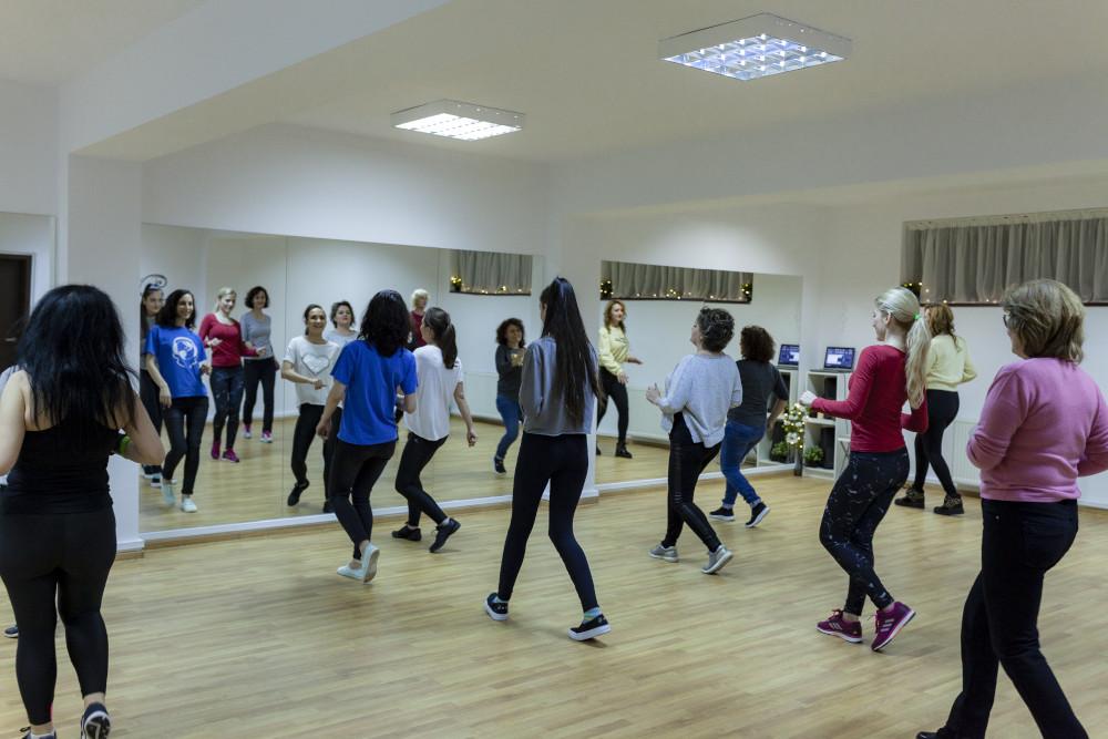 grupa de dans pentru doamne si domnisoare
