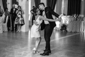 Cusuri-de-dans-speciale-pentru-pregatirea-dansului-mirilor