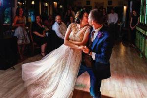 Dansul-mirilor-la-petrecerea-de-nunta
